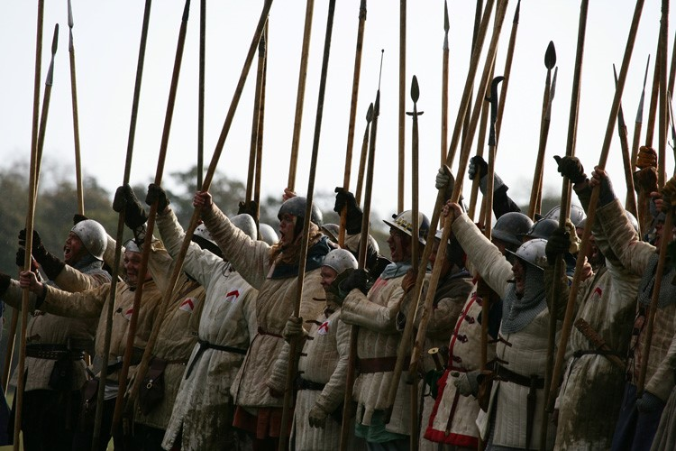 Re-enactors-with-long-spears-typical-of-Scots-infantry-dressed-in-jacks-and-helmets