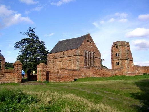 Remains-of-Bradgate-House-Leicestershire-home-of-the-Grey-family