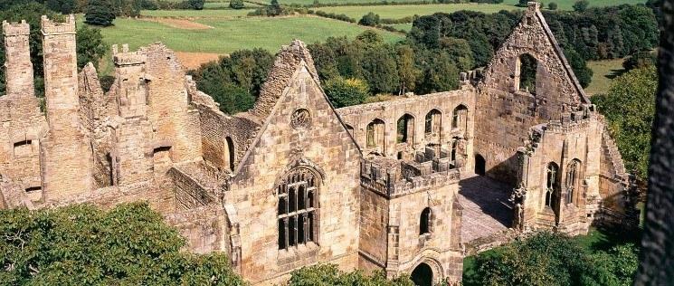 Wingfield Manor © English Heritage