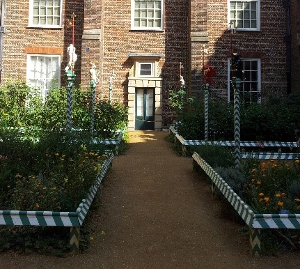 The-green-and-white-striped-edging-replicated-at-Hampton-Court-Palace-©-Tudor-Times-2015