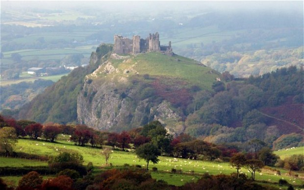 Carreg-Cennen-where-Thomas-ap-Gruffydd-held-out-against-the-Yorkist-forces-until-1462-cropped-2
