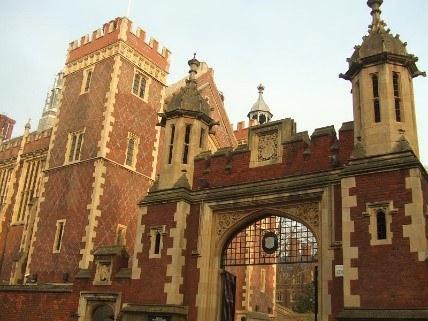 Gate Of Lincoln'S Inn © Matt Brown Of Lincoln'S Inn Via Wikimedia Commons