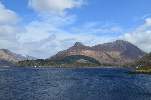 Island-fortress-of-Loch-Leven-where-Mary-was-held