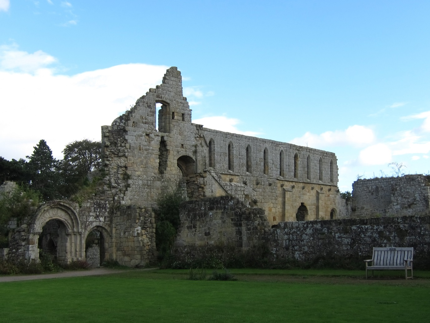 Ruins-of-Cistercian-Abbey-of-Jervaulx-Yorkshire