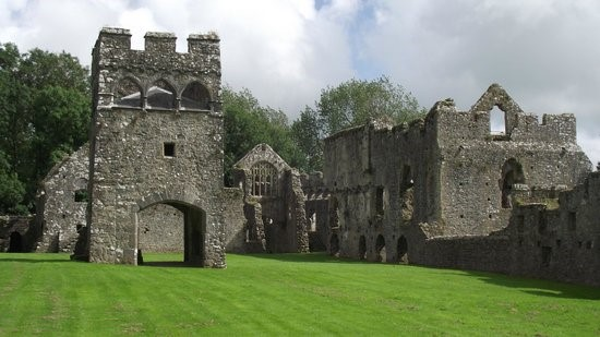 Bishop's-Palace-Lamphey-Pembrokeshire-–-Where-Margaret-married-Edmund-Tudor-Earl-of-Richmond