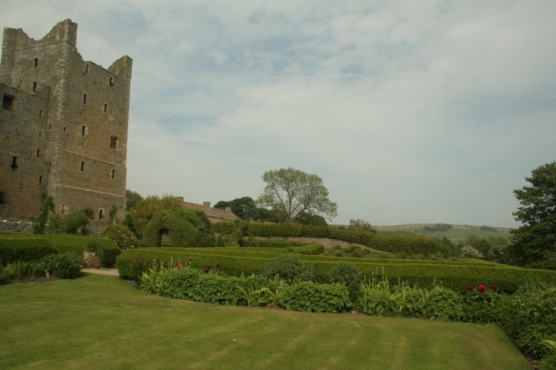 Bowling-lawn-and-herbaceous-border-at-Bolton-Castle-©-Tudor-Times-2015