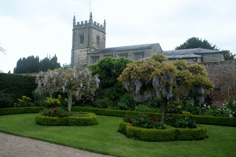 Church-where-Sir-George-Throckmorton-and-his-wife-Katherine-Vaux-are-buried