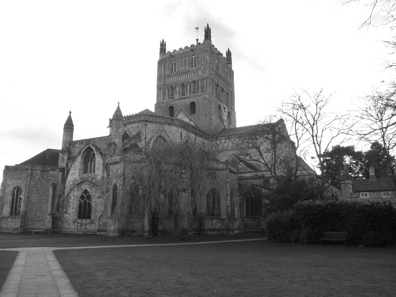 East-end-of-Tewkesbury-Abbey.-Note-the-great-Romanesque-Tower.-©-Tudor-Times-2015