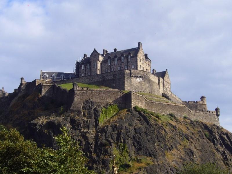 Edinburgh-Castle-©-Tudor-Times-2015