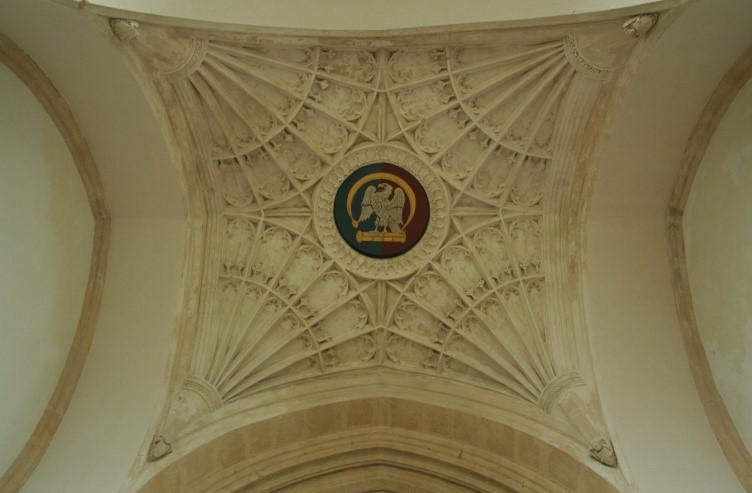Fan-vaulting-c.-1529-with-Falcon-and-Fetterlock-of-York