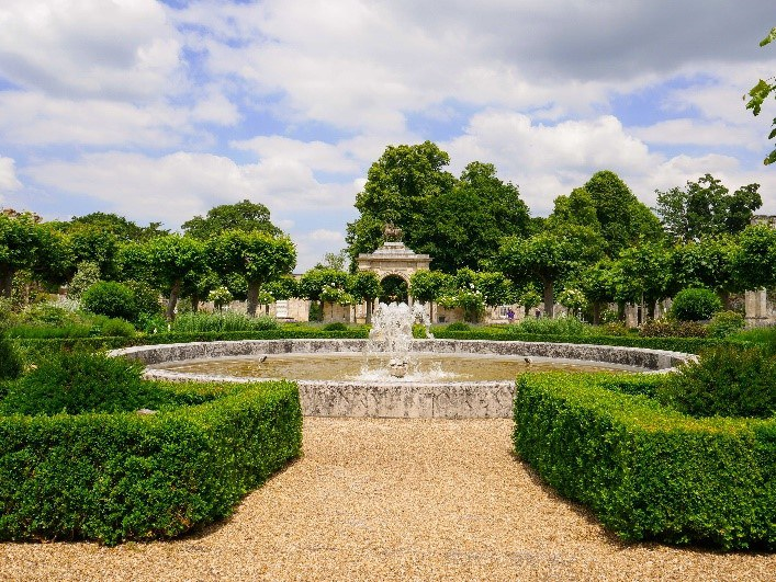 Gateway And Elizabethan Fountain Wilton House