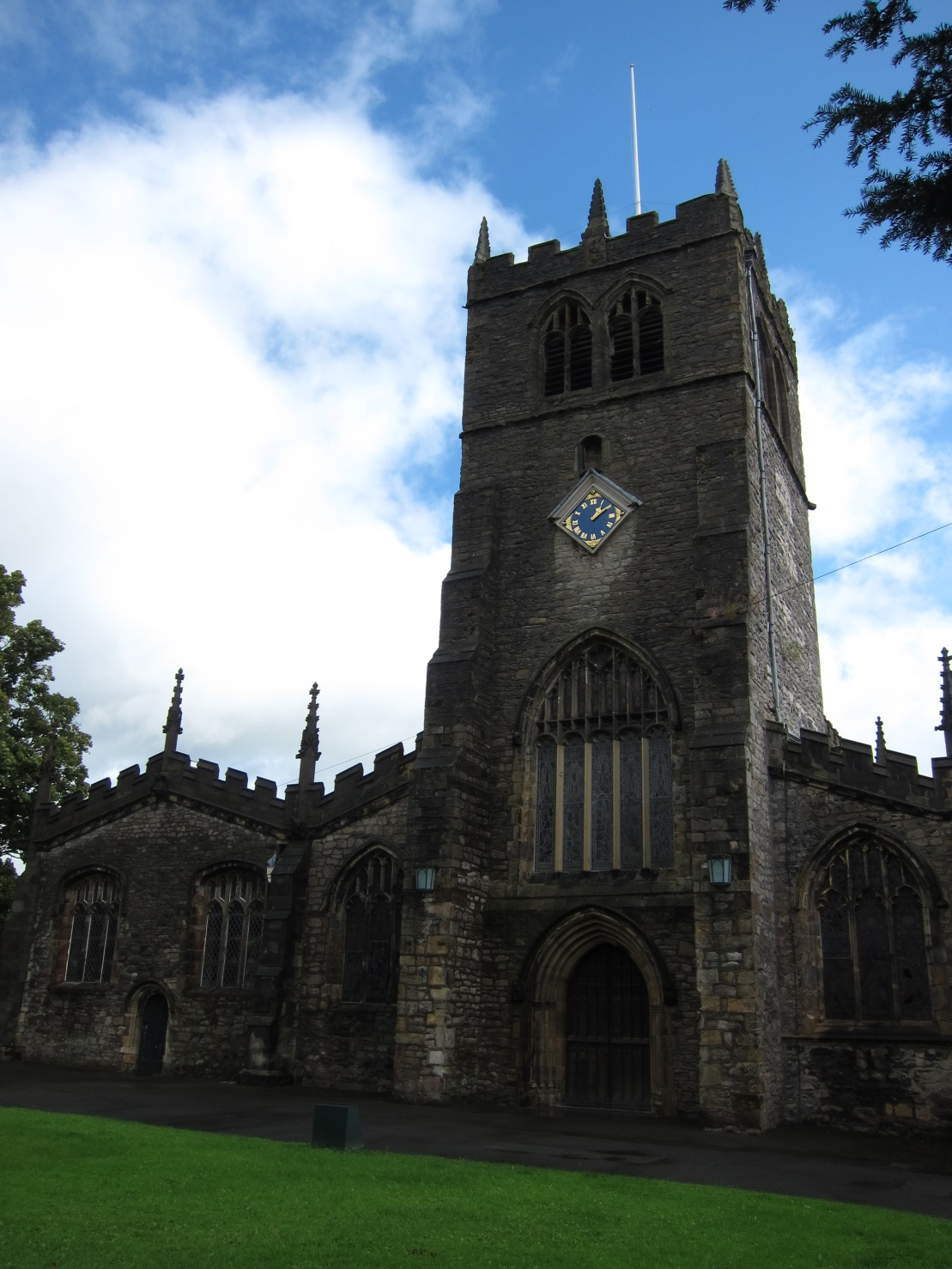 Holy-Trinity-Church-Kendal-Exterior