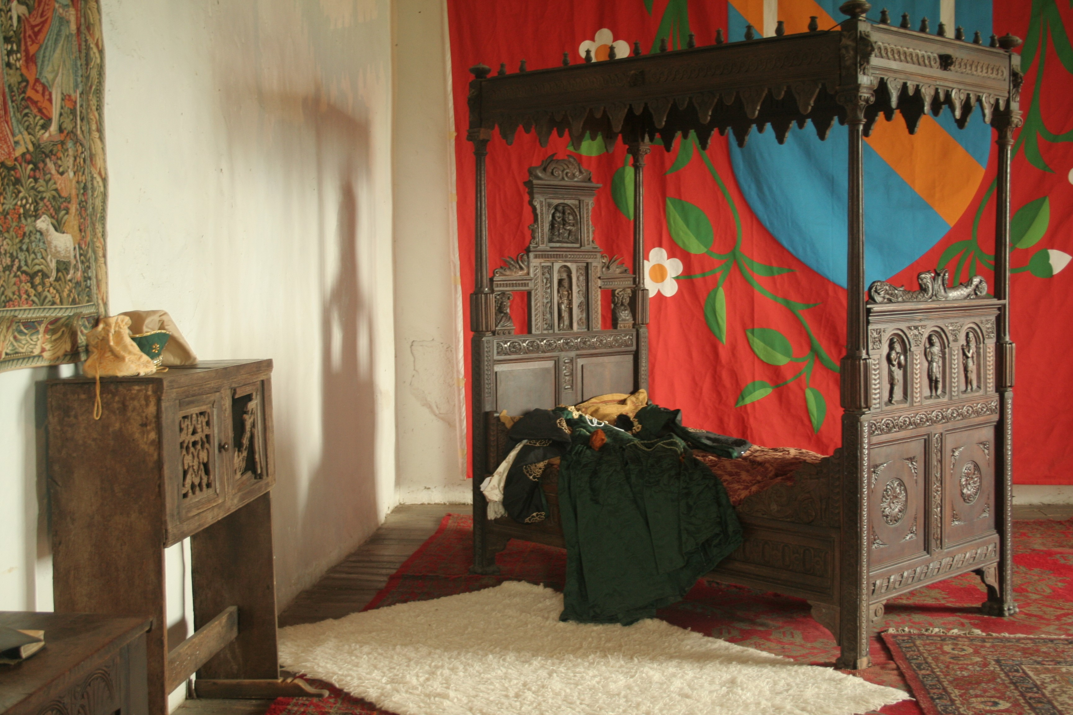 Lady-Scrope's-bedchamber-©-Tudor-Times-2015