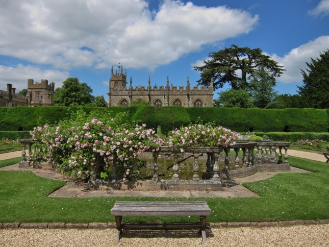 Sudeley-Castle-Chapel-and-Roses