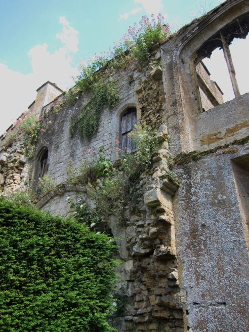 Sudeley-Castle-Stone-Wall