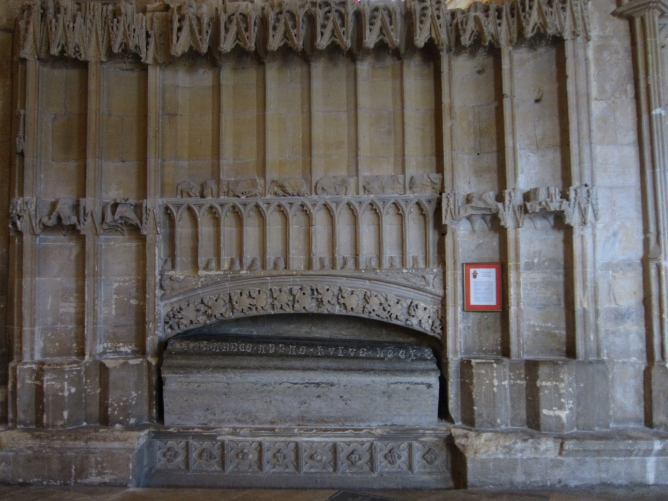 The-Chantry-of-Hugh-le-Despenser-the-coffin-is-of-a-later-Abbot-©-Tudor-Times-2015