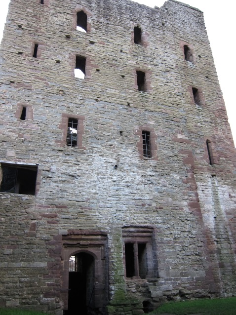 The-Norman-Great-Tower-of-Ludlow-Castle-Tudor-Times-2015