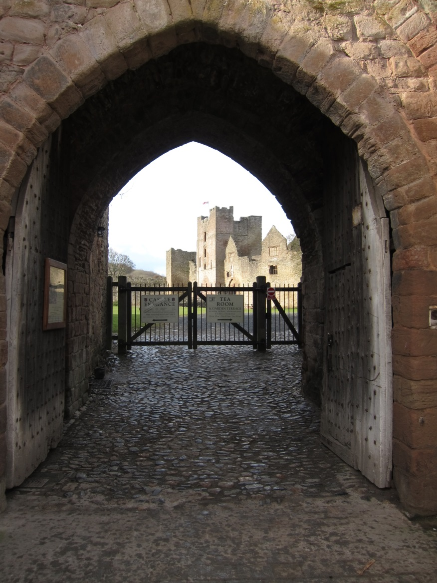 The-Outer-Gatehouse-entrance-into-the-castle-from-the-east-Tudor-Times-2015