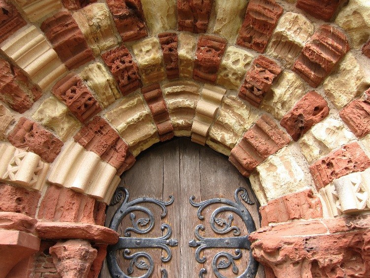 The West Door St Magnus Cathedral Showing The Contrasting Sandstones © Tudor Times Ltd