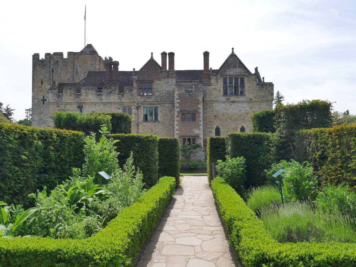 The East Range And Herb Garden Hever Castle © Tudor Times Ltd 2019