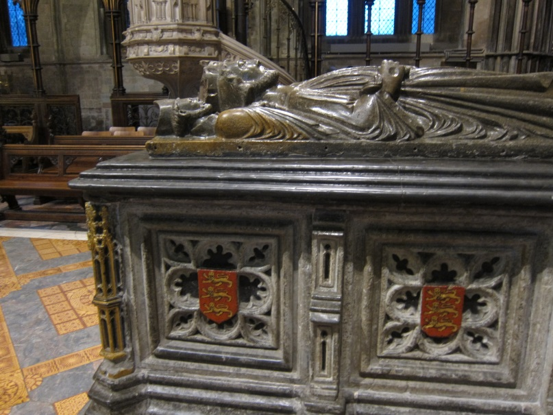 The-tomb-of-King-John-1166-–-1216-Worcester-Cathedral-©-Tudor-Times-2015